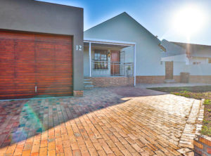 3 Bedroom Townhouse in ever popular Vredekloof (24h security Area)