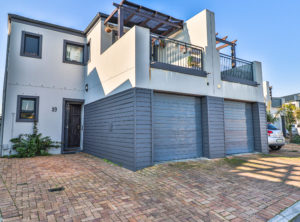 Immaculate 3 Bedroom Duplex with a Fantastic Flow!!!